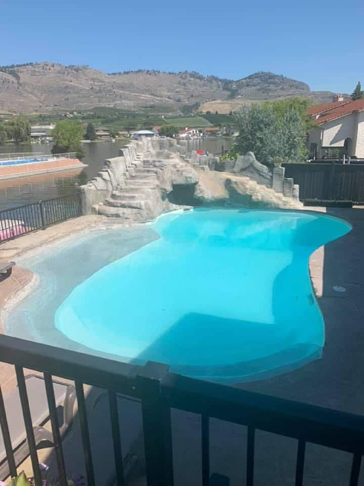 OSOYOOS HOUSE WITH SWIMMING POOL AND PRIVATE DOCK!