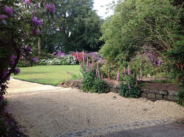 Idyllic Cheshire Barn set within 2 acre grounds