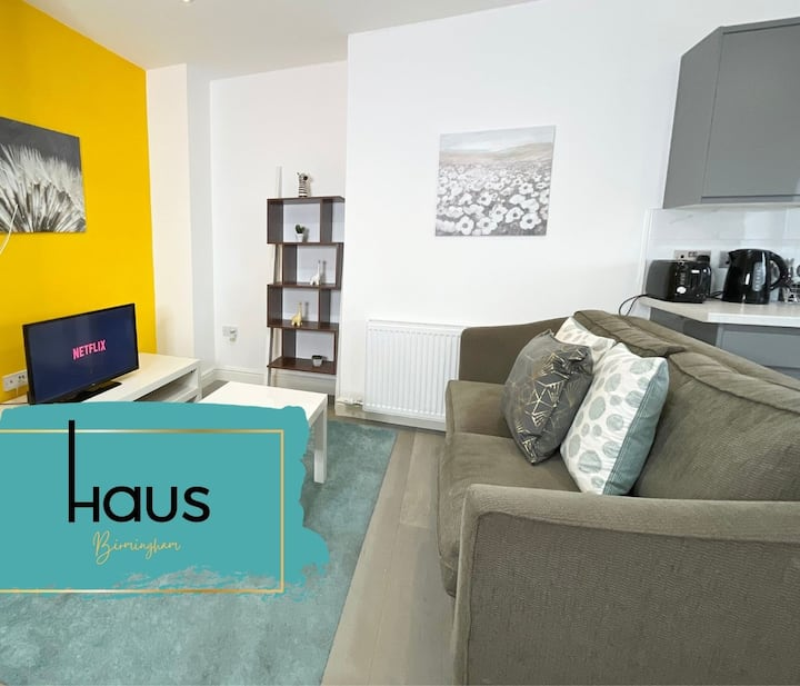 Haus Apartments 1 Bed with Gym, Sauna & Parking