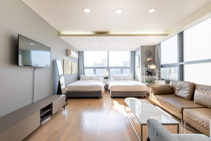 (9) Large room with 2 bed next to Gangnam Station