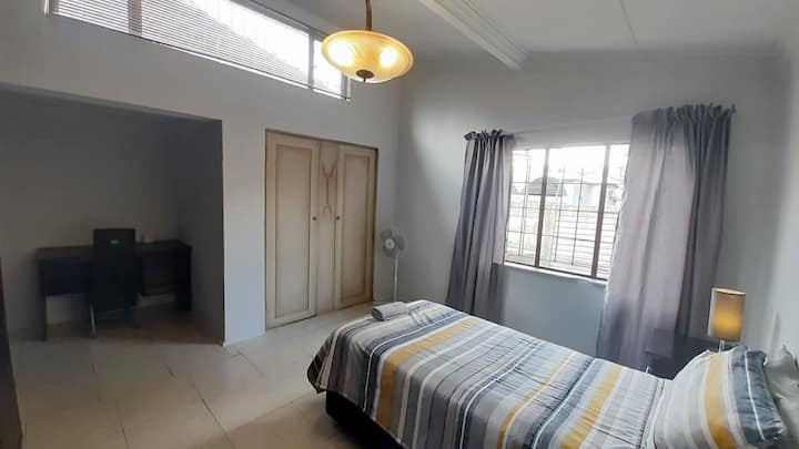 Stylish Hatfield Room | Unlimited WIFI