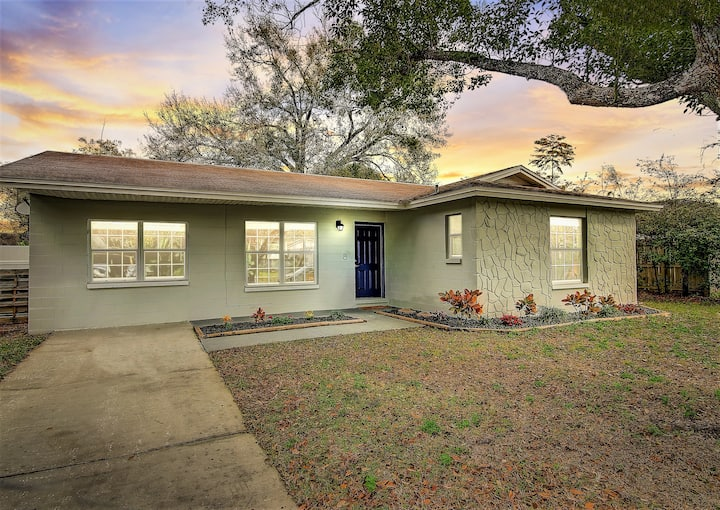 Newly remodeled Home less than an hour from Disney