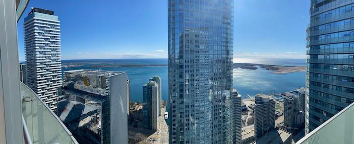 Stunning Panoramic Views of Lake Ontario