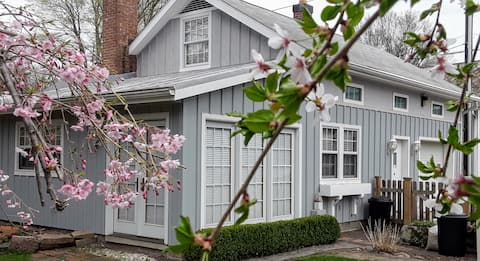 Historic Carriage House in Mt Vernon