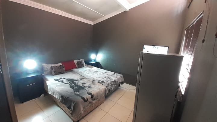 Elegant Hatfield Room | Private DSTV | Free WIFI