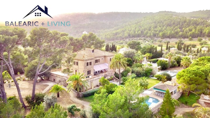 Spectacular 5 bedroom Villa with gardens & pools