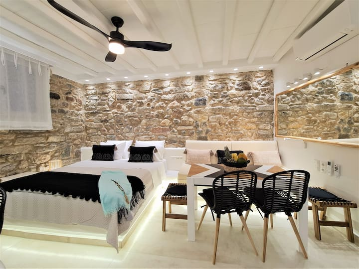 Deluxe Studio in the heart of Naxos Town ~ Castle