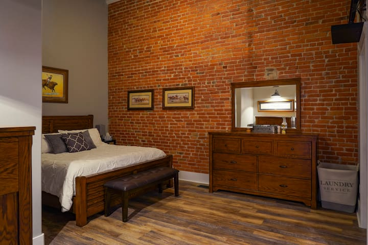 Master bedroom has a queen size bed with independent (left and right) mattress heaters