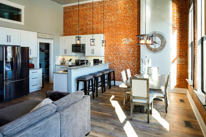 Charming downtown loft,  sleeps 4, fast internet
