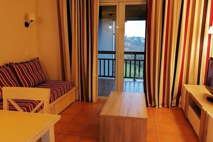 Appartement  avec terrasse vue golf et montagne