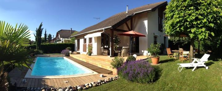 Villa agréable avec jardin clos et piscine privée