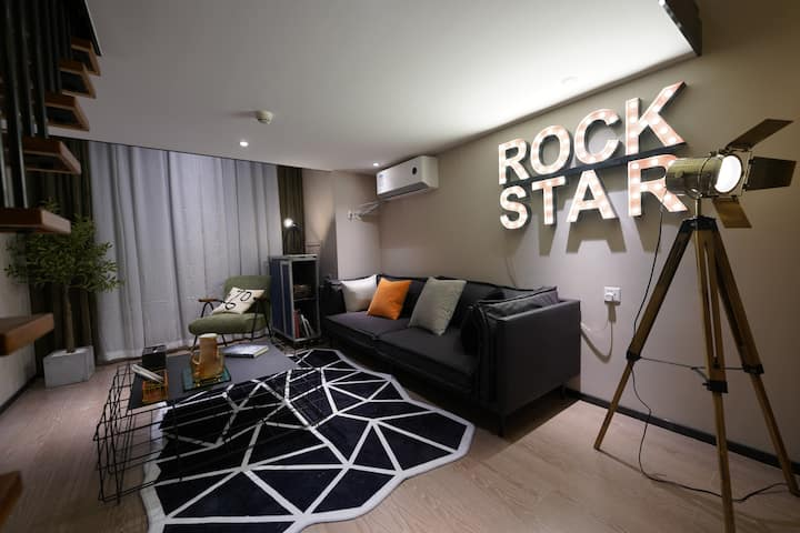 【蜂居·ROCK STAR】文殊院/市中心/太古里/宽窄巷子/火车北站/春熙路/LOFT