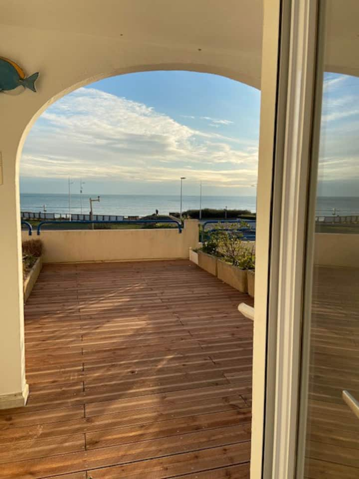 Appartement avec terrasse front de mer plein sud