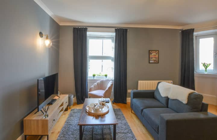 The Gallery Apartment 🪴- Oban Town Centre