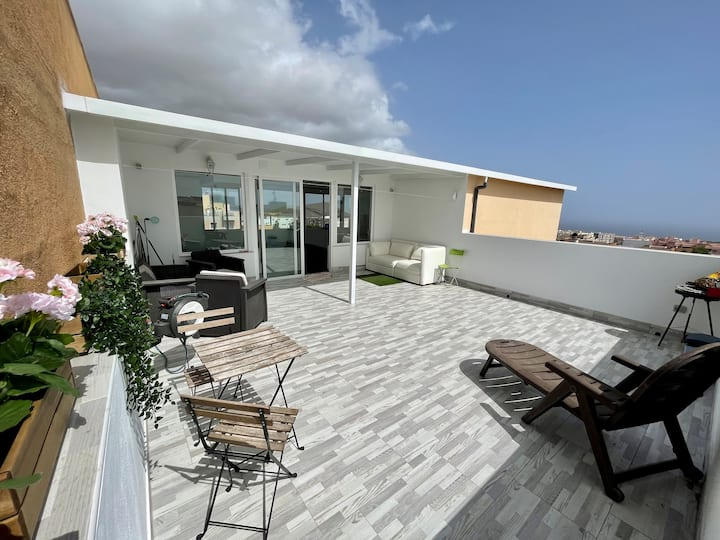 Luxury Penthouse 5 min from the beach with Netflix