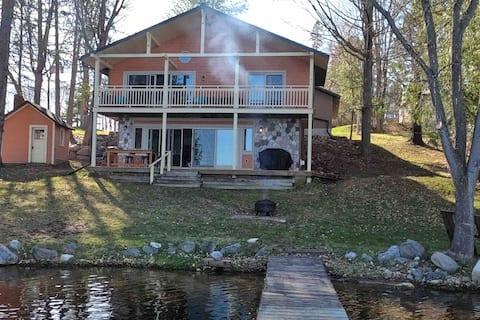 The Ice House - An UPscale U.P. lake home