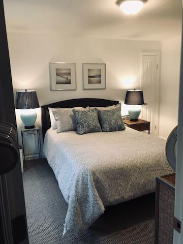 Spacious wonderfully relaxing bedroom