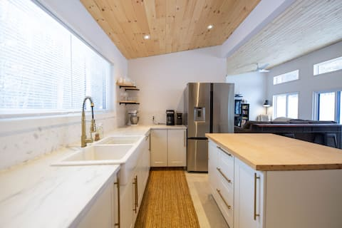 Cottage with SPA, steps from Bruce Trail and Beach
