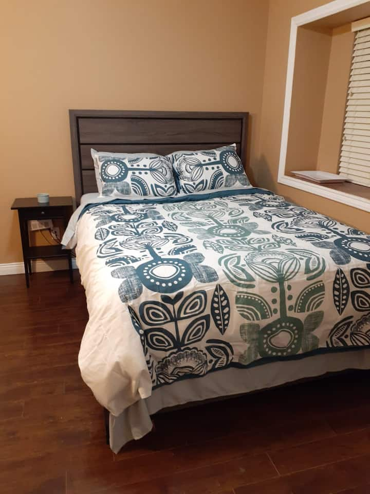$50 - Private bed & bath with shower near bus stop