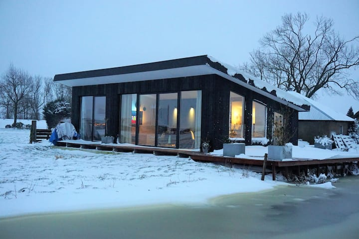 Tiny House in the Meadow - Amsterdam / Utrecht