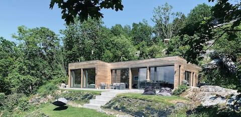 Nordic cabin by the sea/beach-idyllic surroundings