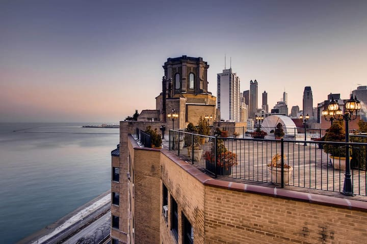 Beautiful Lake Shore Drive Apartment with View