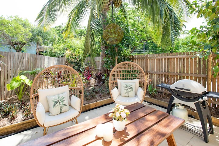 ★ Paradise Palms  ★ CLOSE TO BEACH ★ WIFI ★ 2 BED