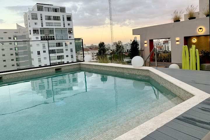 Best location -New -Rooftop - Pool - Gym - Jacuzzi
