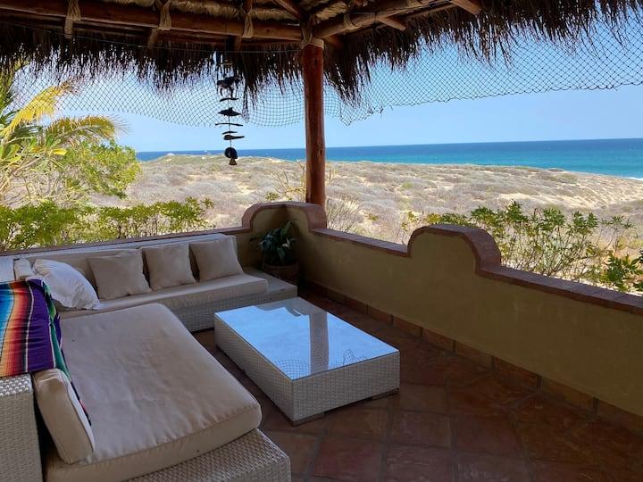Charming, cozy Beach Bungalow near 9 Palms with AC