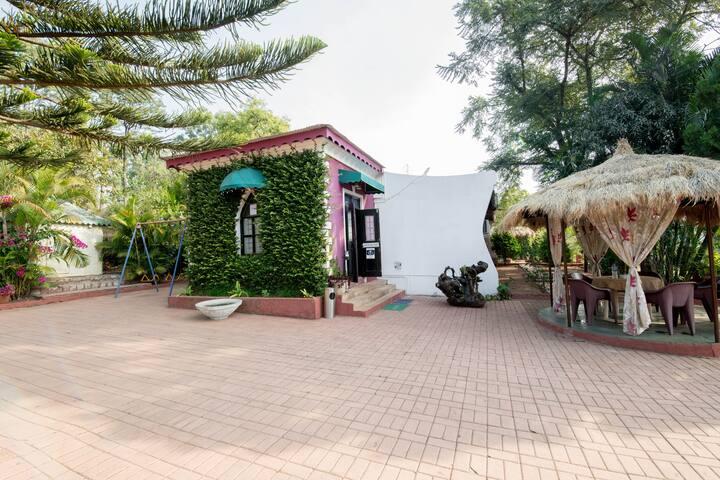 Umbrella Inn A Mansion in a Peaceful Location