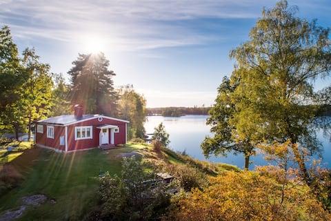 Ežero sklypas su geriausia vieta saulei, malkine pirtimi ir valtimi!