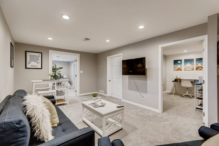 Stylish Sherrelwood Suite - 15 Min From Downtown