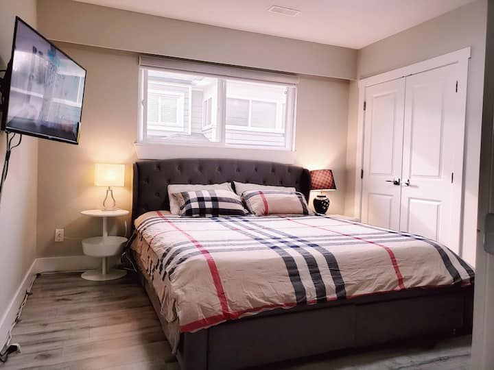 Close Metrotown Private Bedroom