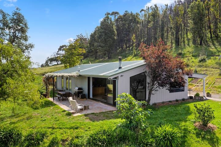 Moosewood, renovated farm +100acres