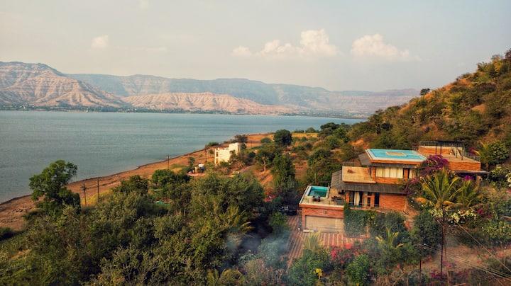 Luxor Lake Villa with Swimming Pool