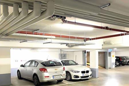 Stufenlose vollautomatische Tiefgarage, mit stufenlosem, überbreiten Zugang zum Fahrstuhl