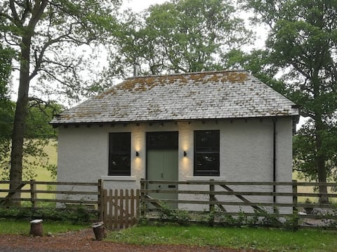 Restored Pump House - 6 miles from Perth