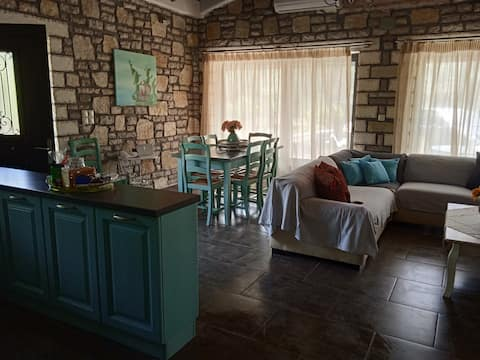 Froso 's Lovely Cottage, a 5 minutos del mar