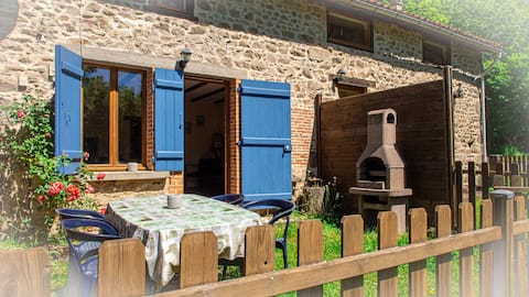 Maison entière, 2 chambres, 4 couchages et jardin.