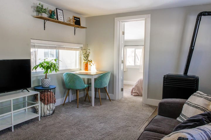 Cozy Nook, Walk to Downtown~ Near Olympic Center!