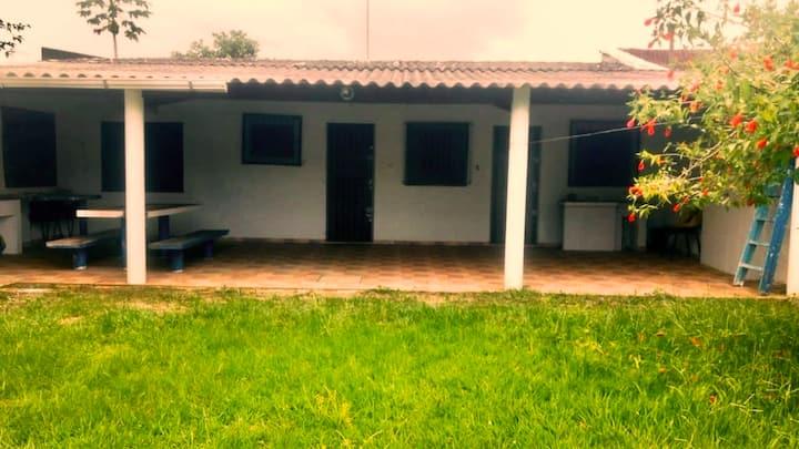 Casa aconchegante/Mongaguá, ar condicionado Wi-Fi