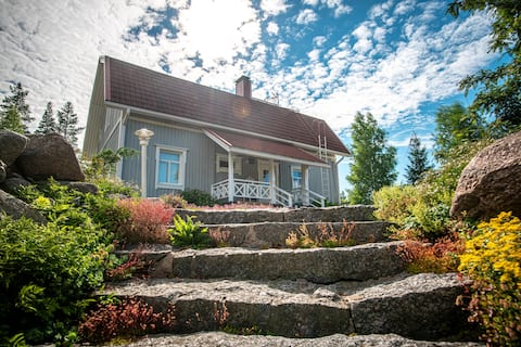 Villa Kotpuoli  luxury lakeside log cabin
