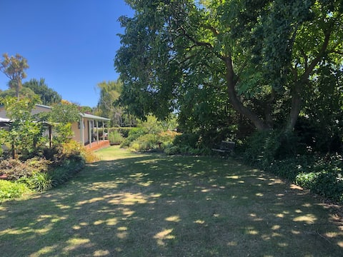 Garden retreat in 'The Aviary'