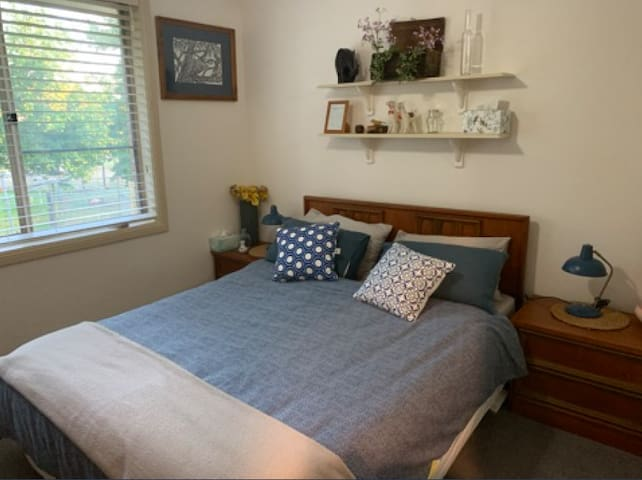 In general the cottage is for 2 guests. The second bedroom would be perfect for single workers or a child