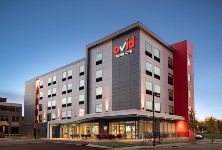 New Avid Hotel In The Heart Of Monona King Room
