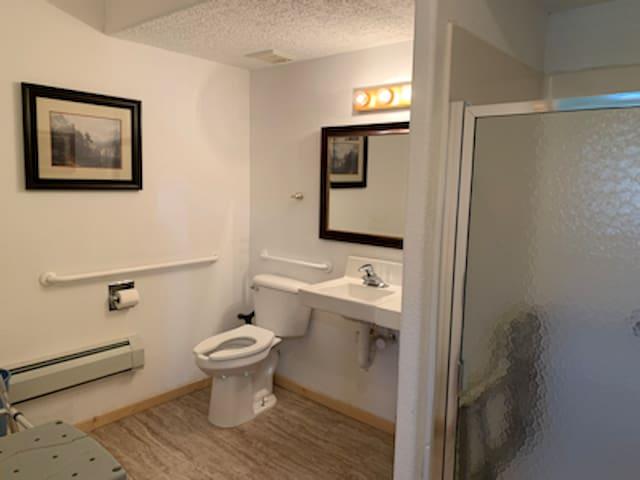 Room 3 bathroom