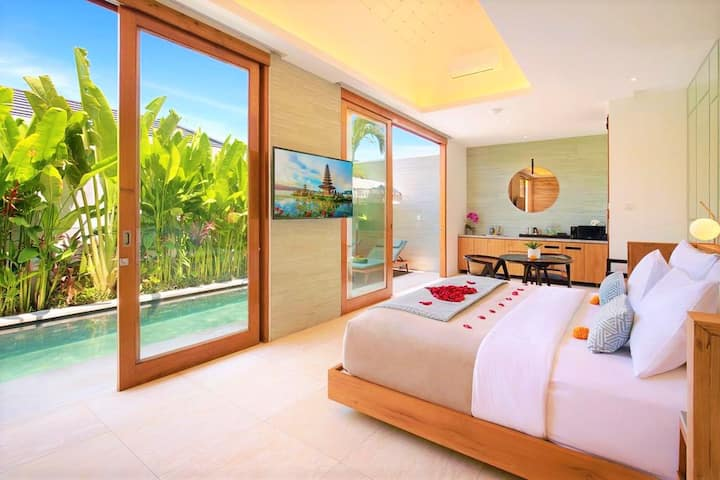 SEMINYAK!! Stylish One Bedroom Private Pool Villa