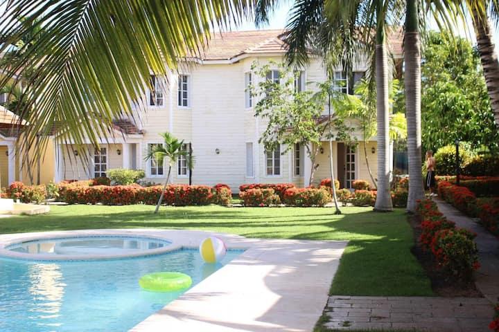 Habitacion doble en Villa con piscina