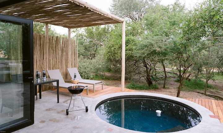 Buffalo Bone Suite ( stylish safari self catering)
