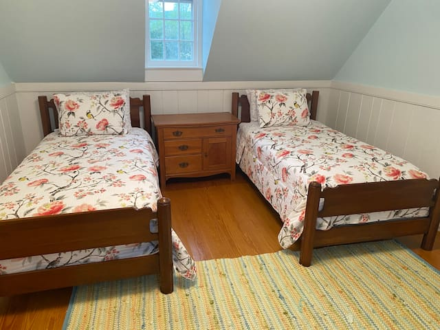 Fourth Bedroom, twin beds